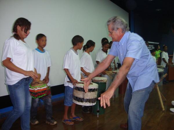Alunos do Projeto ARTE e VIDA se apresentam no Fórum de Erradicação do Trabalho Infantil – FETIPA