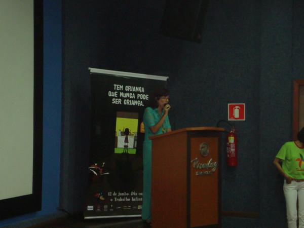Professora Maria Leci explica o que é o PROJETO ARTE e VIDA