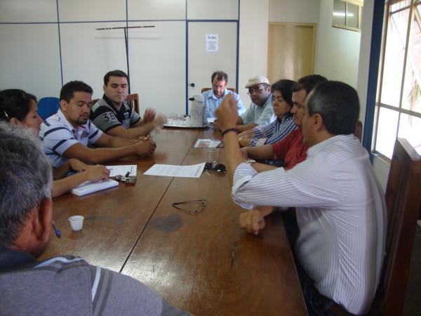APUG-SSind e ASAUNIRG se reúnem com Presidente da Fundação UnirG para receber proposta sobre Revisão Salarial