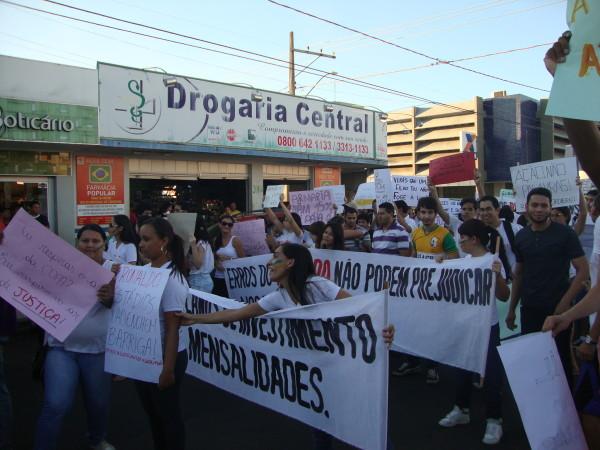 APUG-SSind se fez presente na manifestação popular do dia 20
