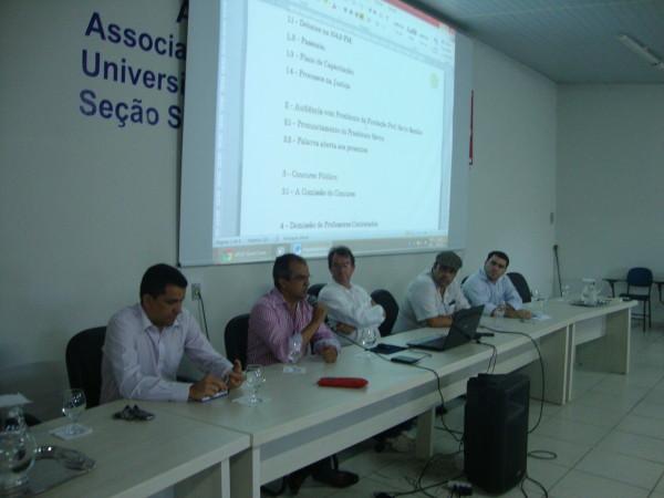 Presidente Sávio Barbalho explica medidas na Assembleia da APUG-SSind