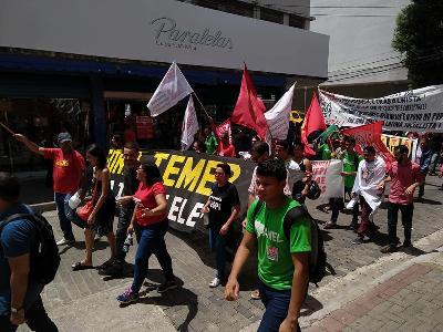 Milhares de trabalhadores vão às ruas em defesa da Previdência pública