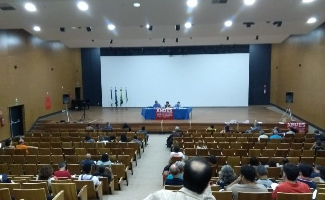 Presidente da APUG participa de seminário do ANDES em Brasília
