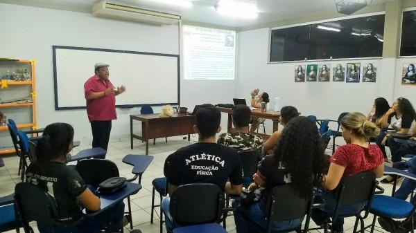 Escola Sem Partido X Escola Sem Mordaça no evento pedagógico apoiado pela APUG